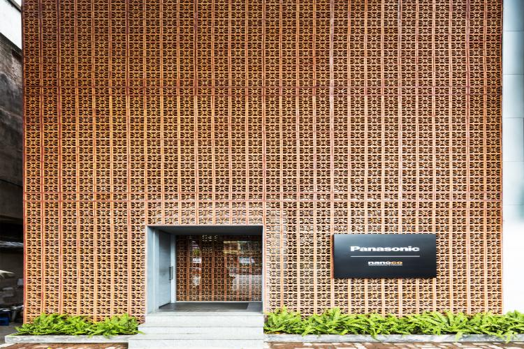 Ngôi nhà Hà Nội có thiết kế ba mặt không có cửa sổ mà vẫn sáng